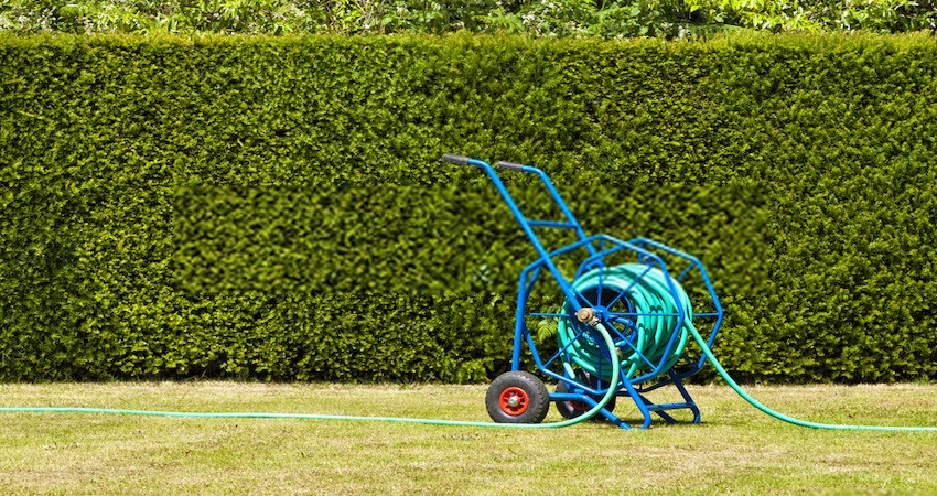 3 Ingenius DIY Garden Hose Reel Ideas