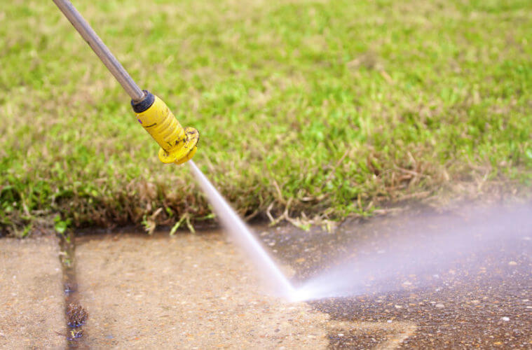 Procedures to be followed while using the pressure washer