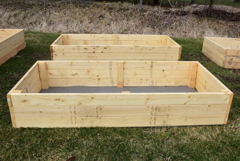 What to Put on the Bottom of a Raised Garden Bed